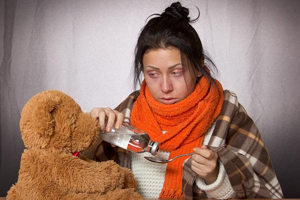 Болно от грип момиче