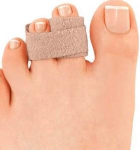 Дамско стъпало със завързани втори и трети пръст