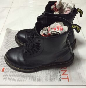 Обувки напълнени с вестници