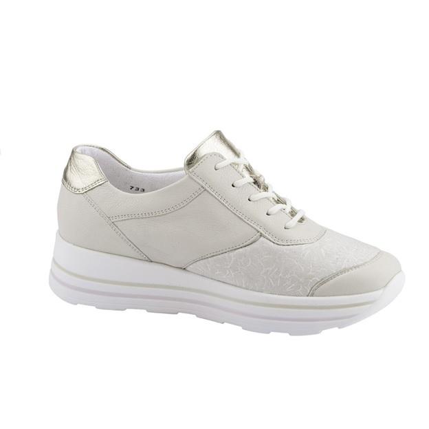 Пример за удобна обувка подходяща при буниони