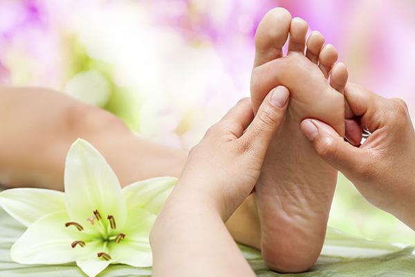 Рефлексологията е оздравителен натиск по точки по стъпалата